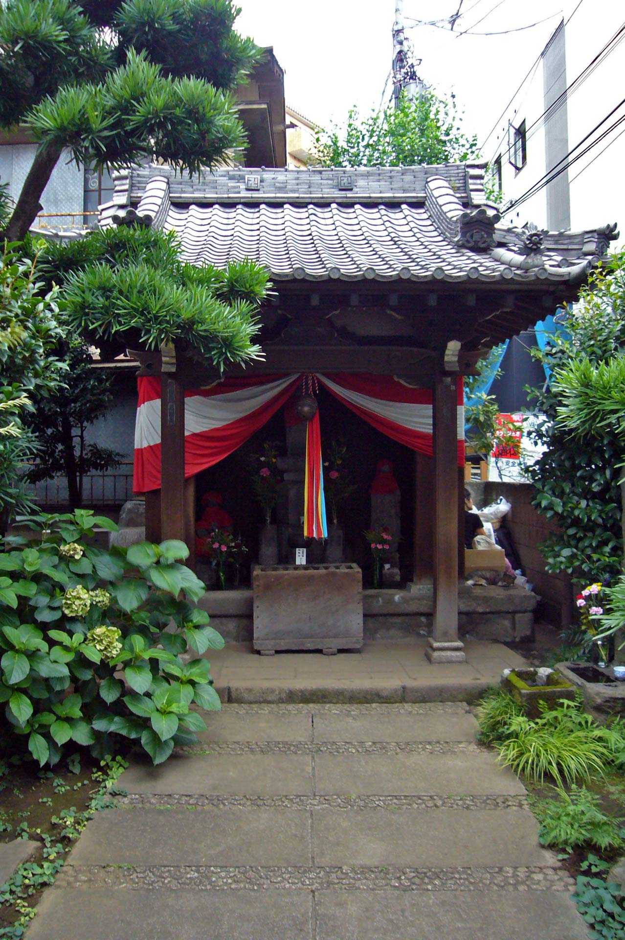 The small shrines
